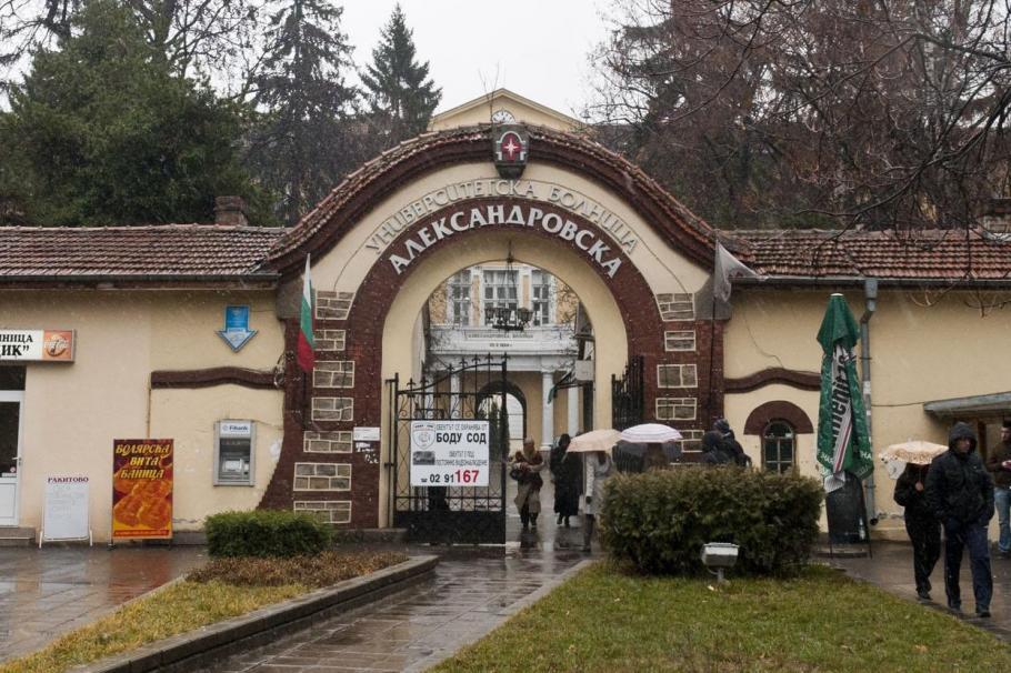 Пациентка в Александровска болница: Оставят болни с коронавирус в коридорите