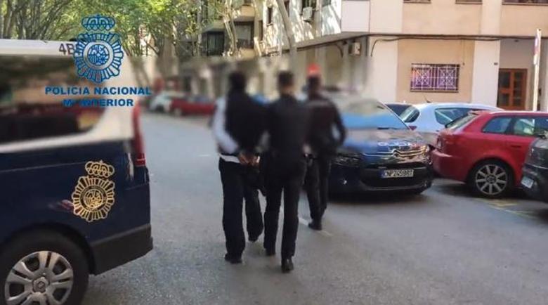 Задържаха бандити, извършвали въоръжени грабежи на аптеки в Испания