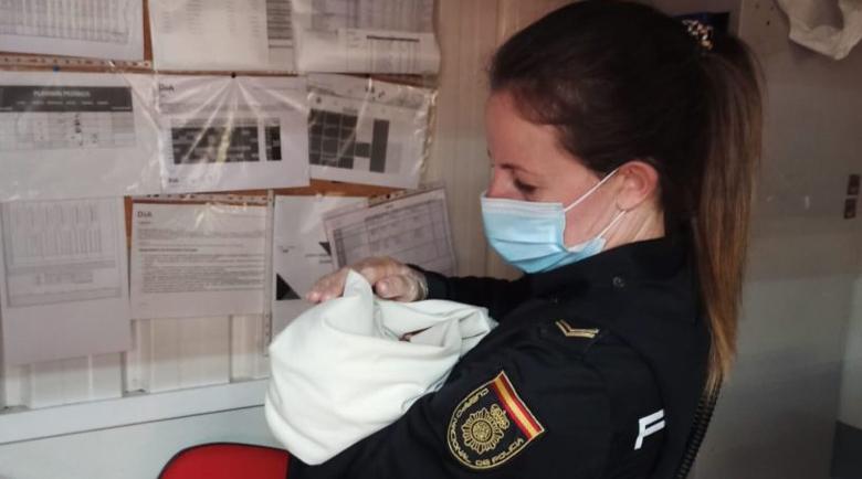 Жена намери изоставено бебе в количка за пазаруване пред супермаркет в Авила