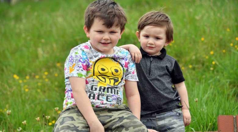 Герой! Момче на 7 спаси 2-годишното си братче от удавяне