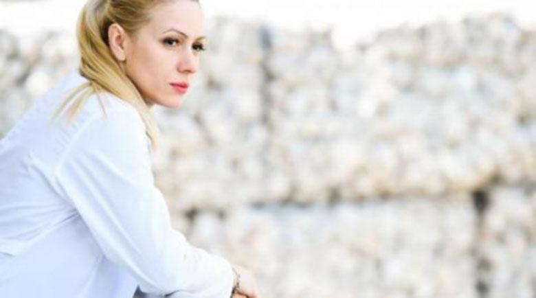 Деси Бакърджиева крие, че е станала майка