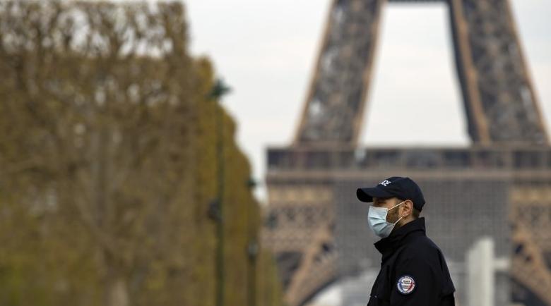 Починалите от COVID-19 във Франция надхвърлиха 12 хиляди души