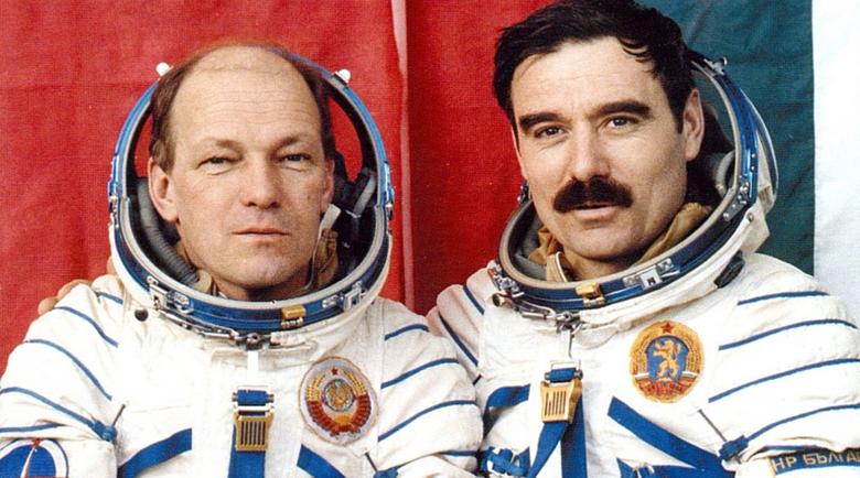 На 10 април 1979 г. в космоса излита първият български космонавт
