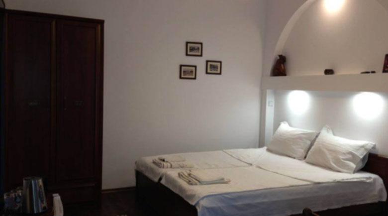 Хотелите и местата за настаняване отварят врати от днес