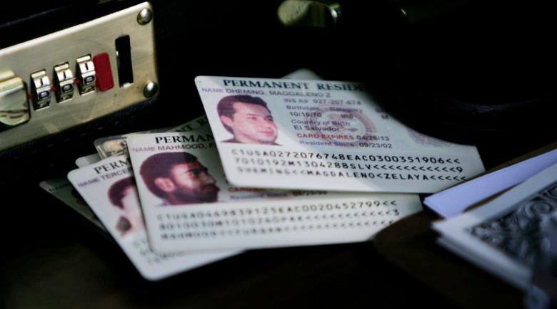 """САЩ спират издаването на """"зелени карти"""""""