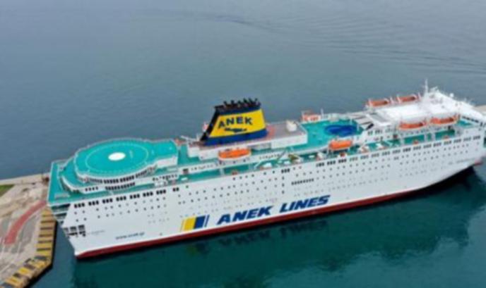 Българин е сред заразени с коронавирус на круизен кораб в Пирея