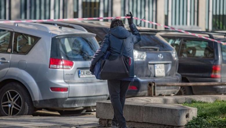 Двойка под карантина избяга в чужбина, а жена – при джипито