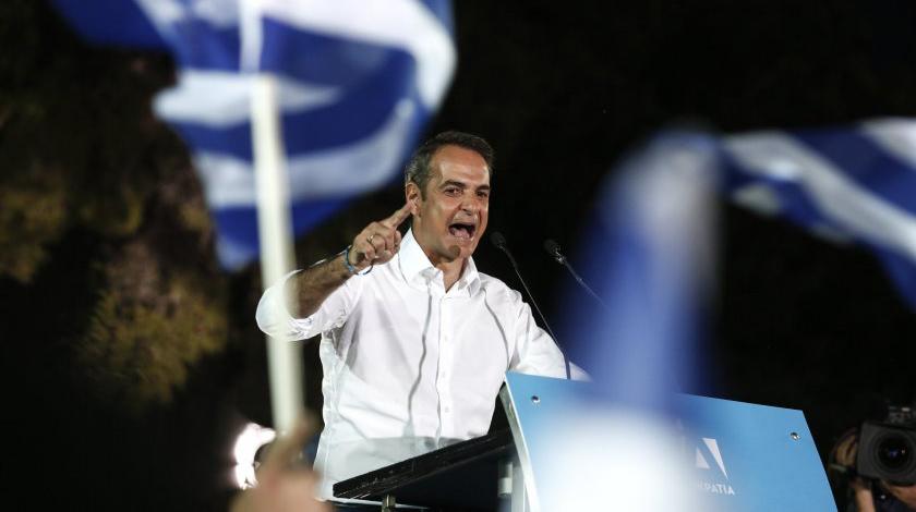 Премиерът на Гърция: Ако не си стоите вкъщи, ще платим скъпо за това