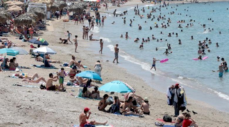 Всяко денонощие: Два басейна с алкохол изпиват на морето в България