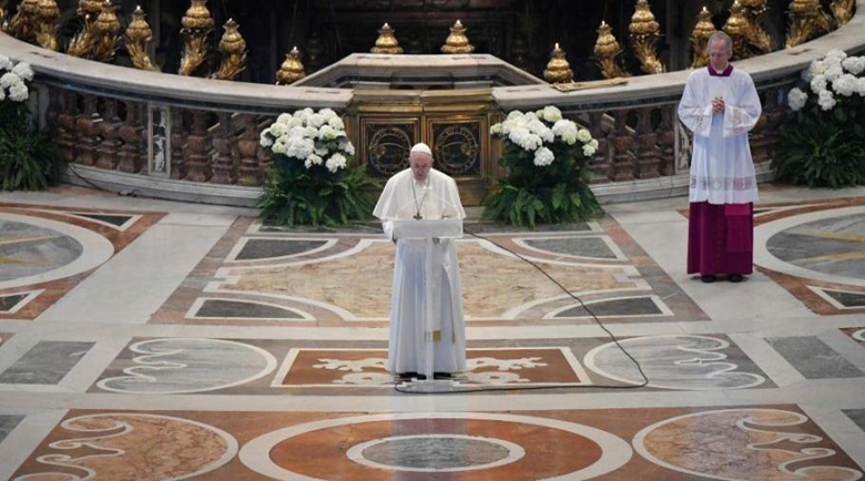 """Папата отправи Великденското си послание от празната базилика """"Св. Петър"""""""