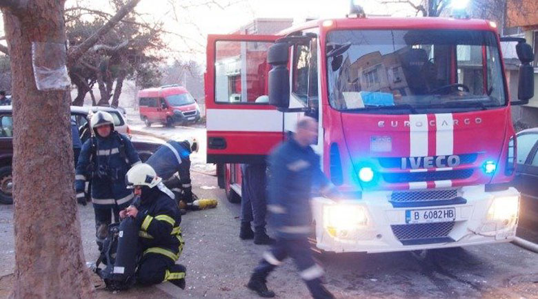 Пожар остави семейство без дом, приютиха ги роднини