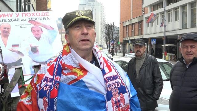 Сърбин отиде пеша до Москва, за да подари на Путин ракия