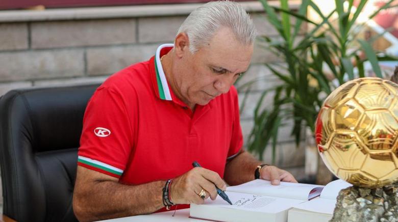 Христо Стоичков призова зa край на сезона в Испания