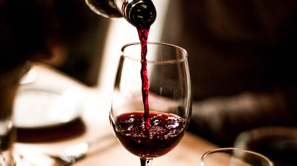 Забравете тоалетната хартия – испанците се презапасяват с вино, бира и шоколад