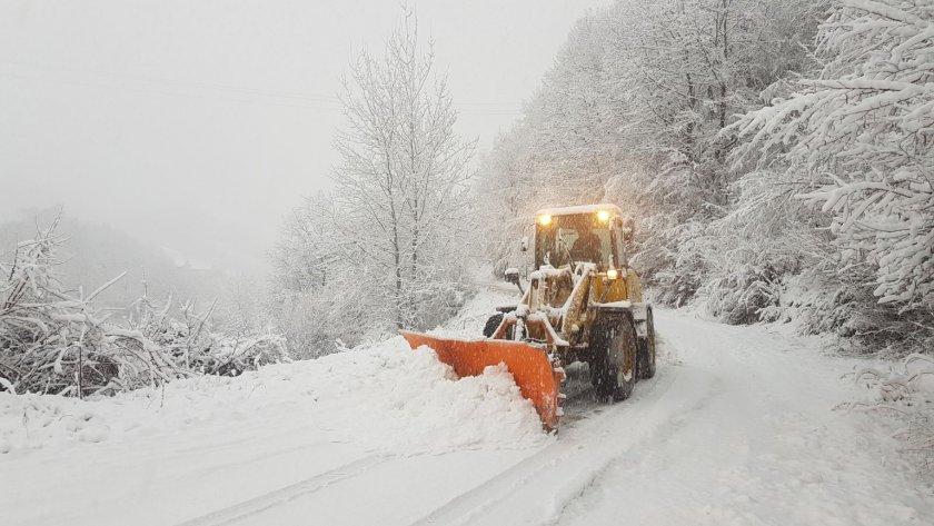 Зима е! 10 села в Неделино бедстват без ток