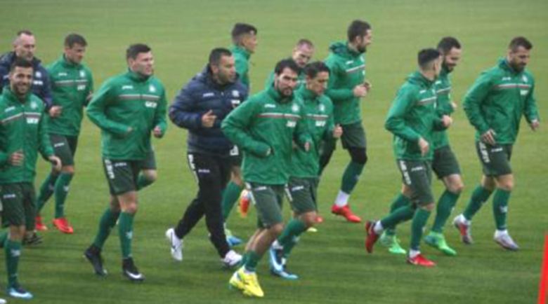 България играе 8 мача до края на годината?
