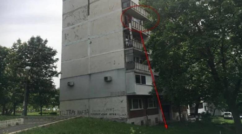 Майка се хвърли от 5-ия етаж пред очите на трите си деца