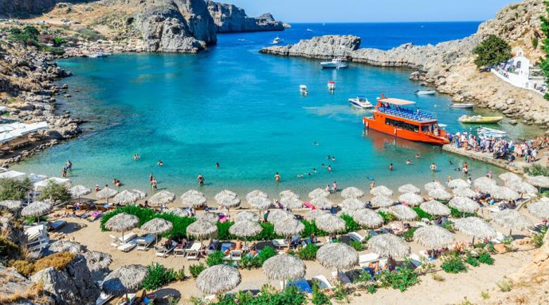 Пандемията реже €10 млрд. от приходите на гръцкия туризъм през 2020-та