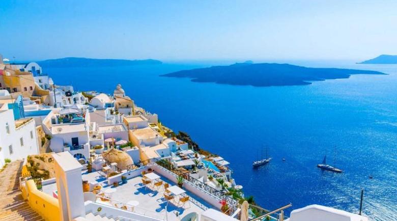 Без здравен паспорт за почивка в Гърция?