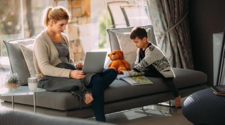 Хоум офисът продължава за чиновници и служители с малки деца
