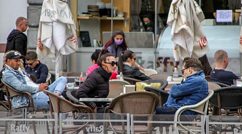 80 на сто от българите се върнаха в кафенетата