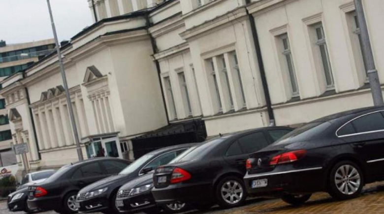 Въпреки че са без заплати: Депутати вземат около 1500 лева на месец