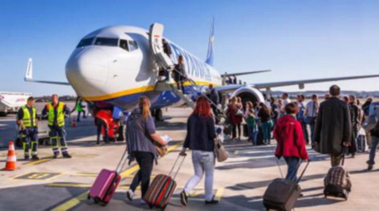 ЕС не планира празни места в самолетите, но всички да са с маски