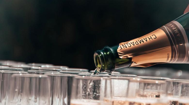 Винарите във Франция черпят медиците на първа линия с 5000 бутилки шампанско