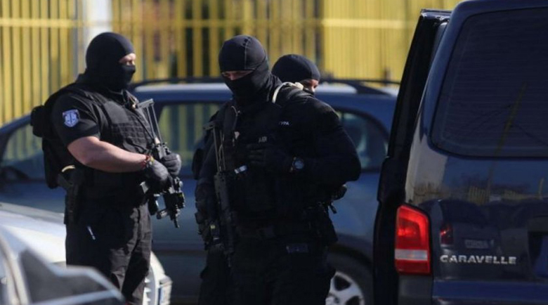 """Подкупните полицаи от """"Калотина"""" изпирали парите в столично заведение"""