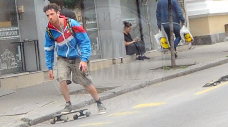 Бахаров хвърчи на скейт след пиянската издънка в Банско