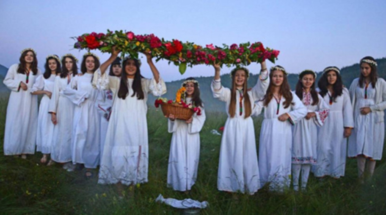 Еньовден е! Тайнствени ритуали се изпълняват, красиви имена празнуват