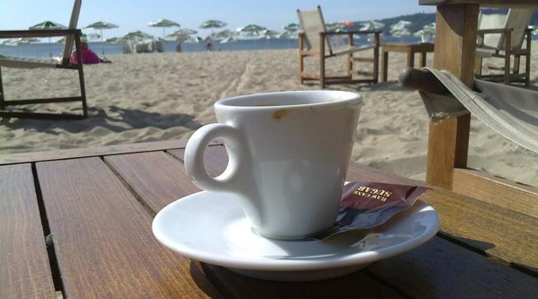 Къци Вапцаров се оплака: 8 лева за кафе на плажа в Бургас