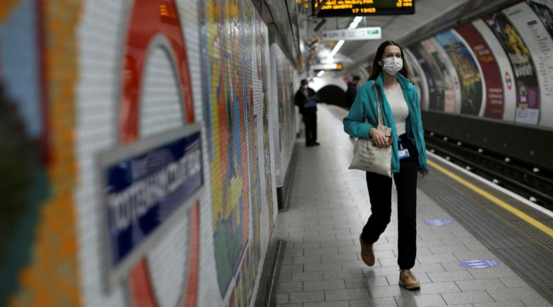 Задължителни маски в транспорта налага британското правителство