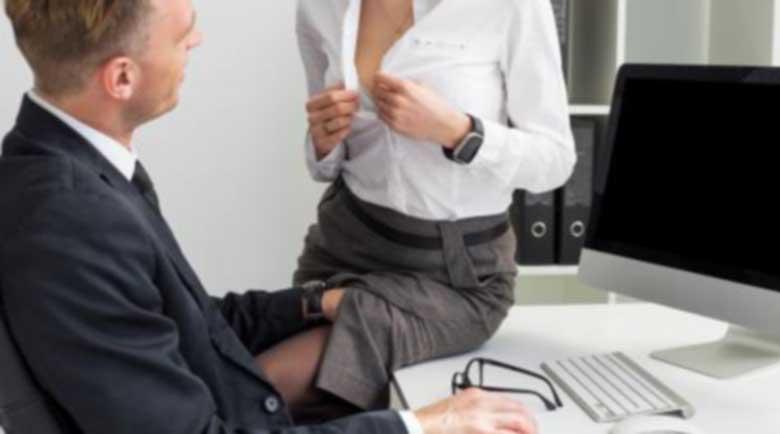 10 фактора, които да обмислите преди да флиртувате с колега