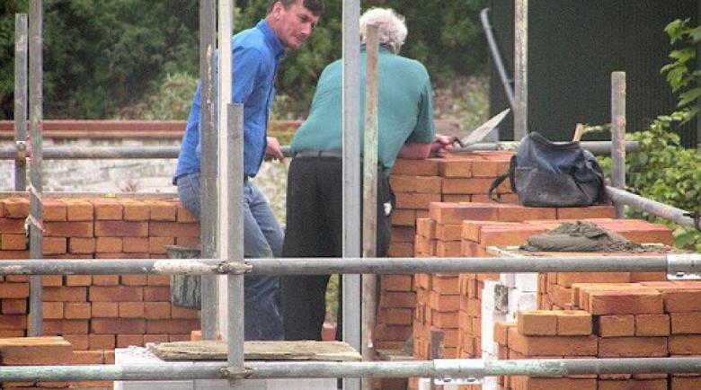 Половин милион работници не достигат на румънския строителен сектор