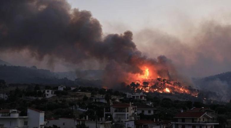 Южна Гърция в огнен обръч, 111 горски пожара пламнаха за два дни