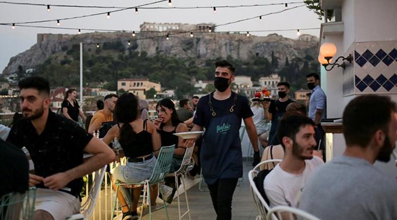 25% спад в оборота на заведенията в Гърция заради затварянето в полунощ