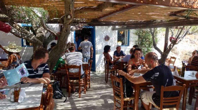 До 24-ти: В Гърция хлопват кепенците на заведенията след полунощ