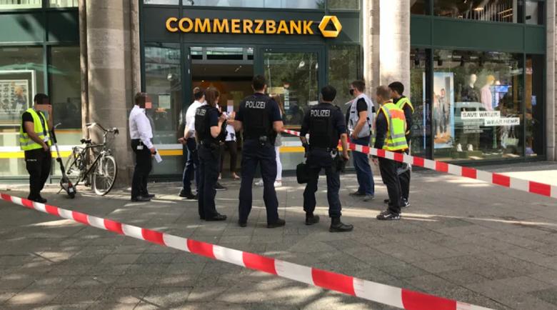 Смут! Обраха две банки насред Берлин само за час