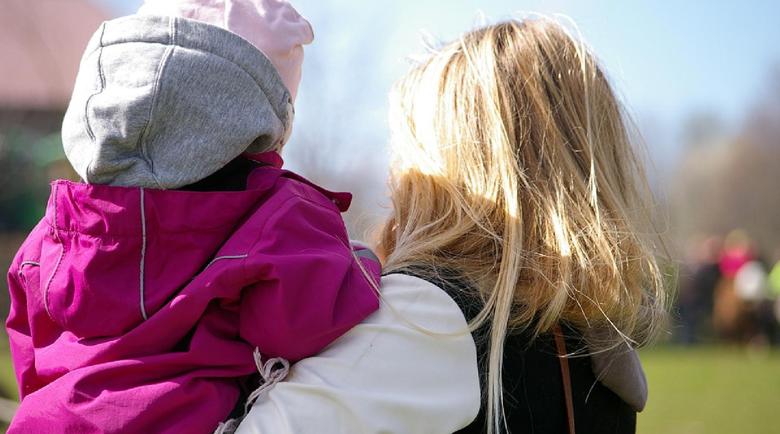 646 българчета осиновени в чужбина, 6 г. продължава чакането