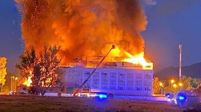 Адски пожар обхвана хотел в испанския курорт Марбеля