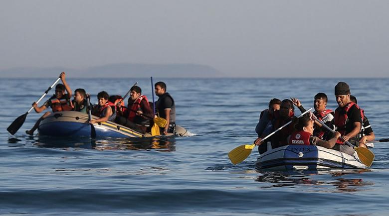 Заразена с COVID мигрантка роди по време на полет от Лампедуза до Сицилия
