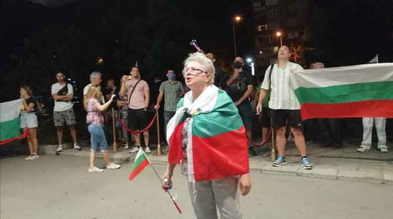"""Протестиращите блокираха хотел """"Санкт Петербург"""" с официалните гости"""