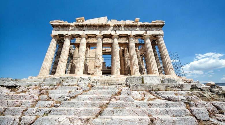 Акрополът в Атина с ново осветление