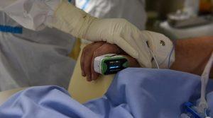 Коронахватката: Натискът върху болниците в Гърция остава силен