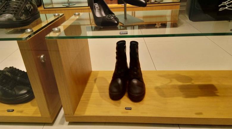 Цакане преди Черния петък: 300 лева за ботуши в мола