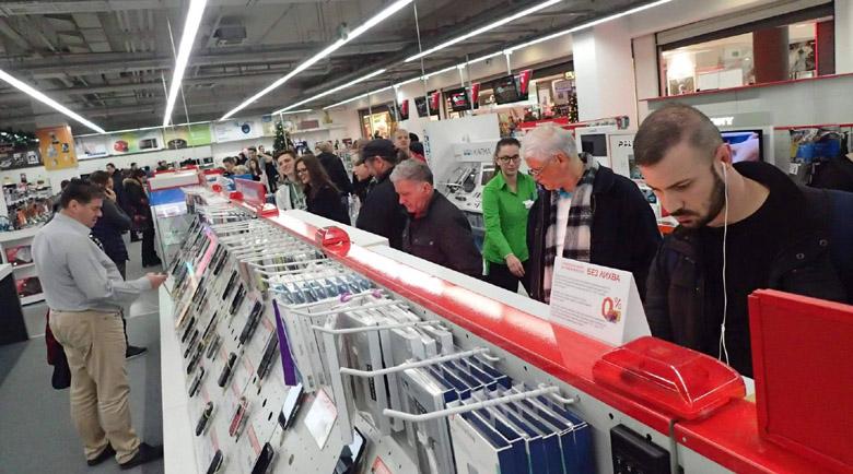 Черен петък: Изкупуват лаптопи за 23 секунди, жалят се от бавни доставки