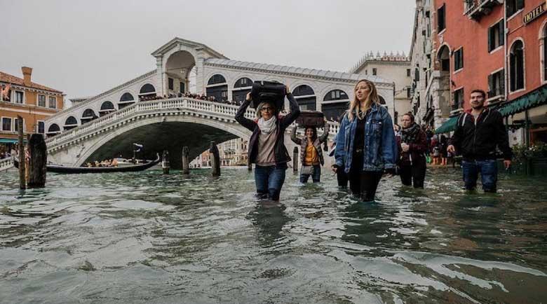 Лошо време смля Италия, подхвана Сицилия и Калабрия