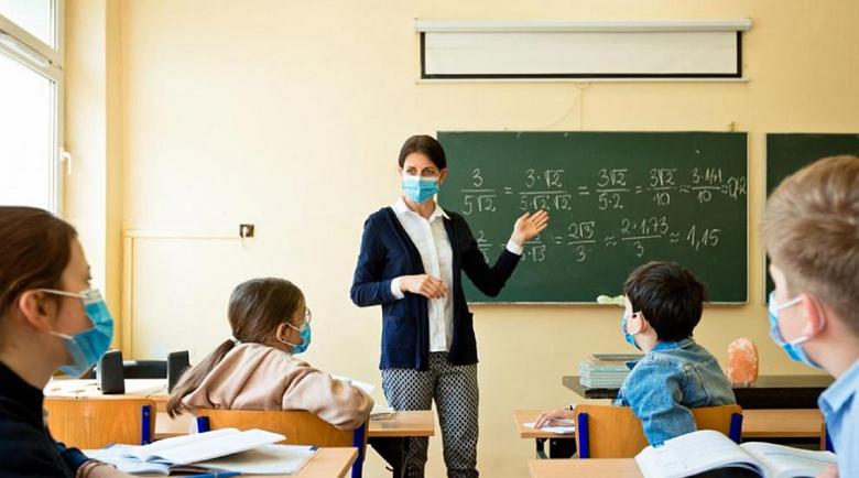 Учители настояват за дистанционно обучение до края на пандемията