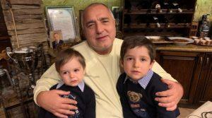 Борисов отново показа снимка с внуците на Бъдни вечер